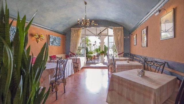 Freehold Restaurant in Aloha Pueblo, Nueva Andalucia